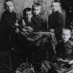 о. Мирослав (перший зліва) з братами